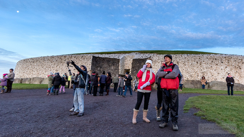 004-Newgrange-Solstice-©-2016-John-Coveney