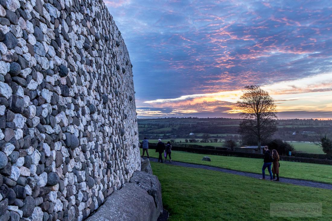 002-Newgrange-Solstice-©-2016-John-Coveney