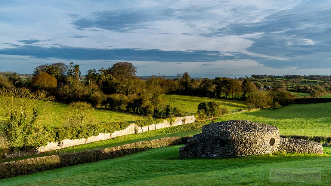 014-Newgrange-Solstice-©-2016-John-Coveney