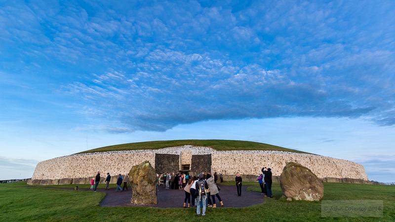 005-Newgrange-Solstice-©-2016-John-Coveney