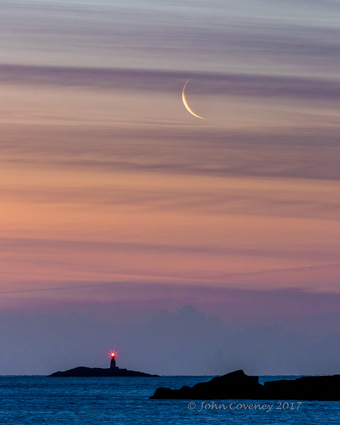 01-Sandycove-Crescent-Moon-©-2016-John-Coveney