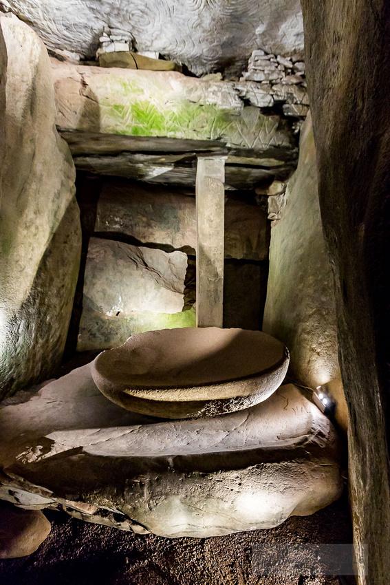 19-2016-Solstice-Newgrange-©-2017-John-Coveney