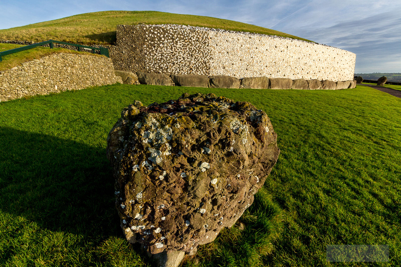 017-Newgrange-Solstice-©-2016-John-Coveney