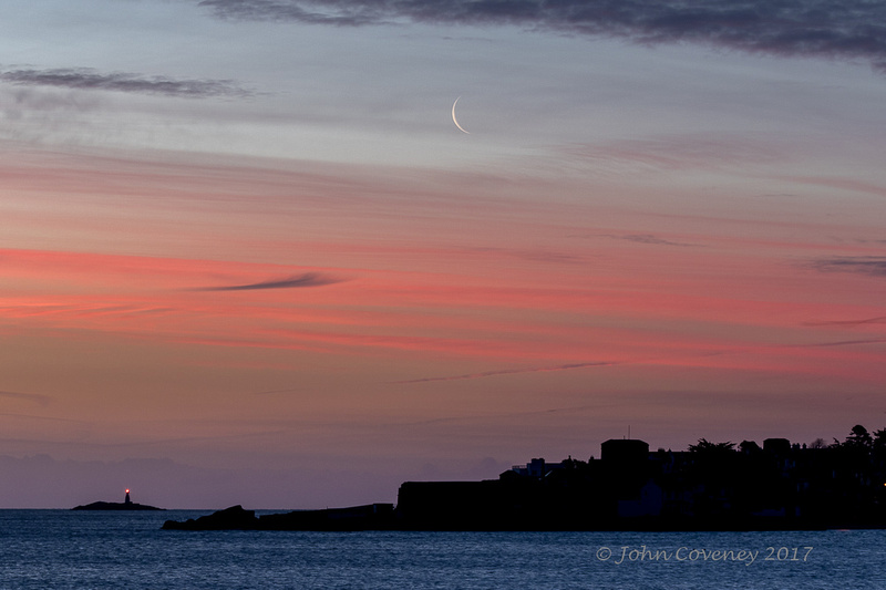 02-Sandycove-Crescent-Moon-©-2016-John-Coveney