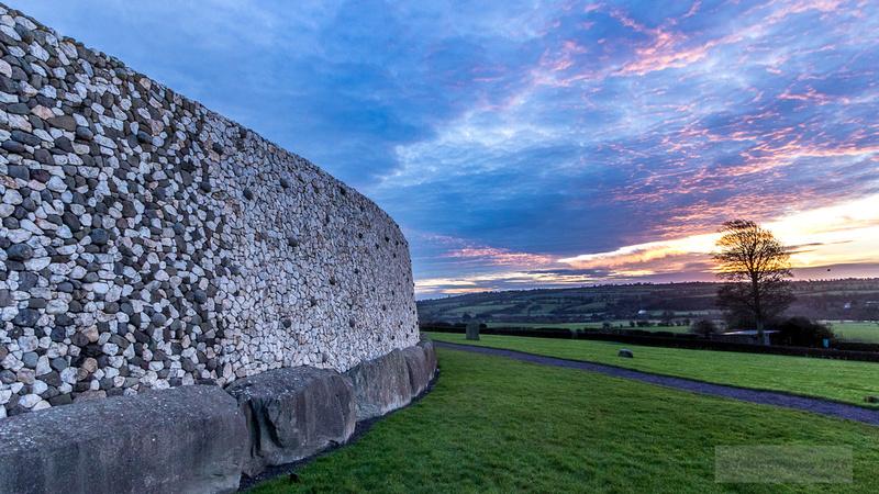 001-Newgrange-Solstice-©-2016-John-Coveney